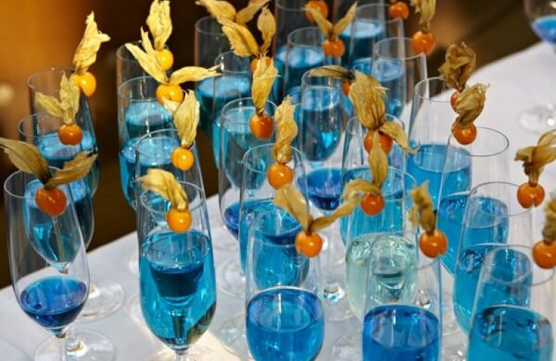 Blaue Drinks - Eventcatering passend zur Tauffeier